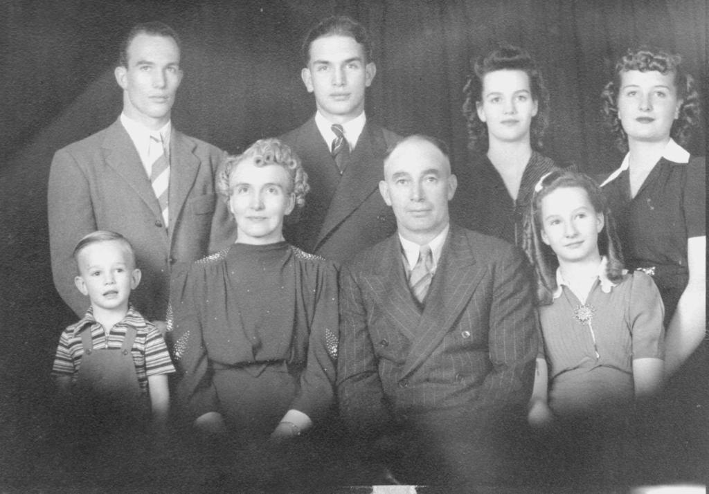 perrigrine-freestone-family-cropped