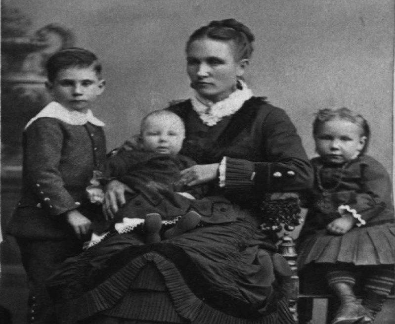 maria-louisa-pickett-and-children-cropped